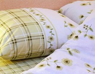 Комплект постільної білизни мало чим відрізняється від одягу. Чи ви Будете  надягати одну й ту ж майку чотири місяці поспіль  А адже на ліжку ми  проводимо в ... f6a0f185fce6e