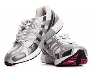 Як відбілити білі кросівки в домашніх умовах  шкіряні 4f7cdc5e9e74e